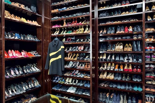 Tủ giày mơ ước trong phòng thay đồ