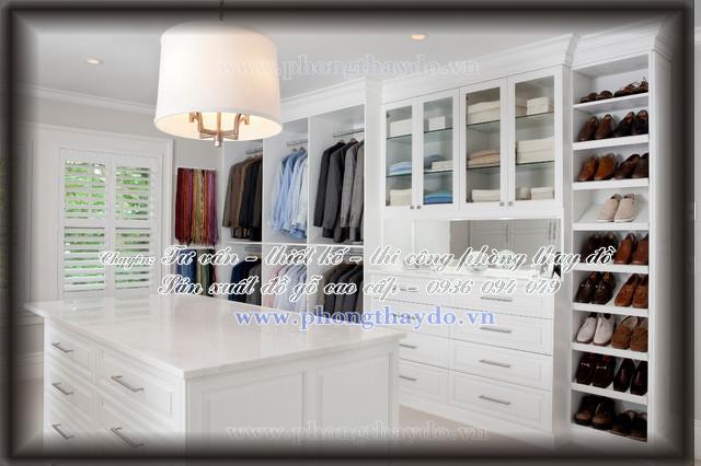Tủ quần áo với cửa kính trang trí nhỏ